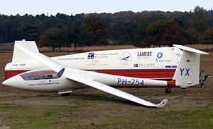 Junioren vliegtuig, de YX!